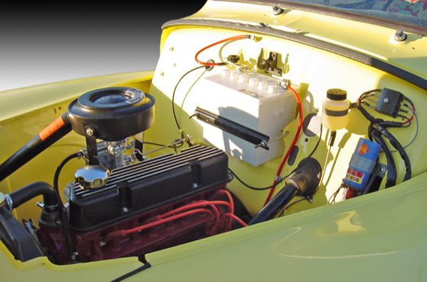 Volvo P210: engine compartment