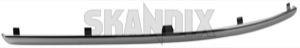 Zierleiste, Stoßstange vorne rechts chrom 8693646 (1013602) - Volvo S60 (-2009) - chromleisten frontstossstangen leisten limousine s60 s60i schutzleisten sedan stossfaenger stossfaengerchromleisten stossfaengerschutzleisten stossfaengerzierleisten stossstangenschutzleisten stossstangenzierleisten stosstangenchromleisten stosstangenschutzleisten stosstangenzierleisten stufenheck zierleiste stossstange vorne rechts chrom zierleisten Original chrom chromfarbener chromleiste fahrzeuge fuer mit ohne rdesign r design rechter rechts verchromter vorderer vorne