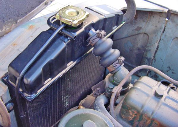 Volvo PV: engine compartment