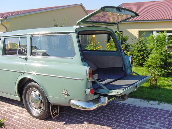 Volvo 220: Heckansicht, offen