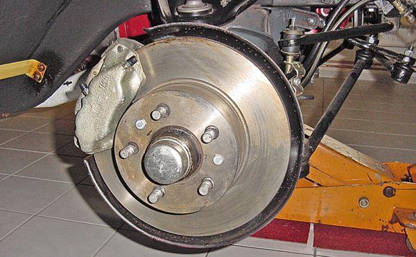 Volvo 140: Bremsanlage, vorne