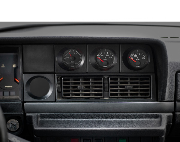 Volvo 200: additional instruments center console